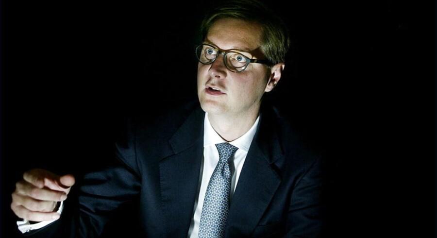 Dyvig er ikke bleg for tanken om at købe lidt skæve aktiver. I 2010 købte han sammen med blandt andet PFA og ATP FIH af den islandske stat, som havde sat sig på banken, efter at den havde en nærdødsoplevelse under finanskrisen.