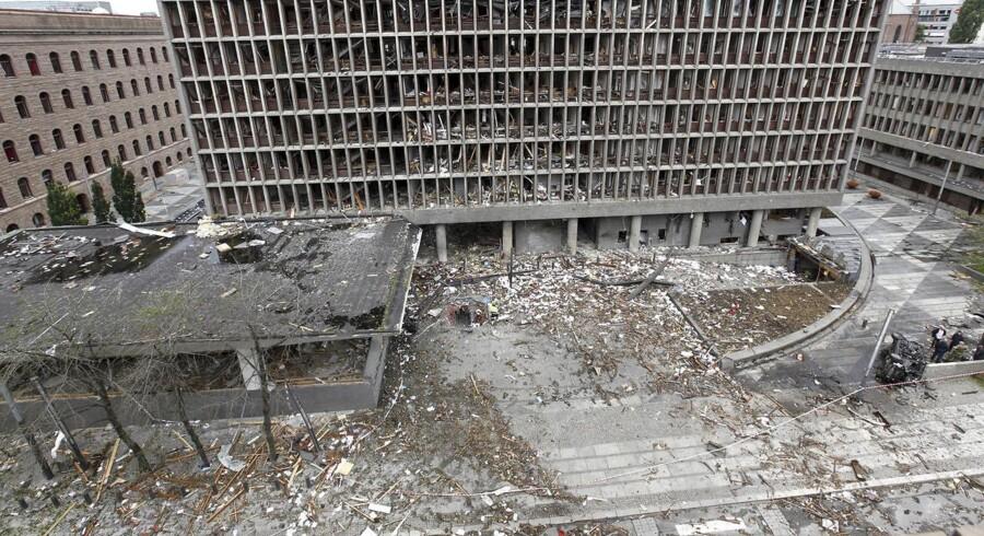 Billede af regeringsbygningen i Oslo, efter Anders Breivik for præcis syv år siden angreb med en bombe. Foran regeringskvarteret bliver sløret søndag løftet for et mindesmærke til ære for de 77 personer, der mistede livet i Breiviks angreb på øen Utøya og i Oslo.