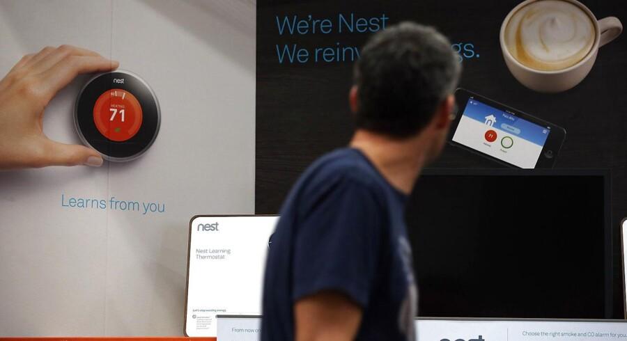 Google har netop købt termostat-virksomheden Nest, som er stiftet af to tidligere Apple ansatte. Her udstiller Nest sine produkter ved en stor boligmesse i Californien.