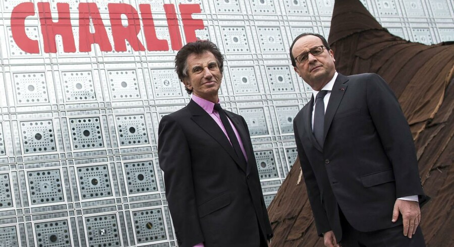 Frankrigs præsident Francois Hollande forsikrer om, at der vil blive slået hårdt ned på overgreb mod landets muslimer i kølvandet på Charlie Hebdo-massakren. Her ses han sammen med formanden for Institut du Monde Arabe, Jack Lang, under fredagens møde.