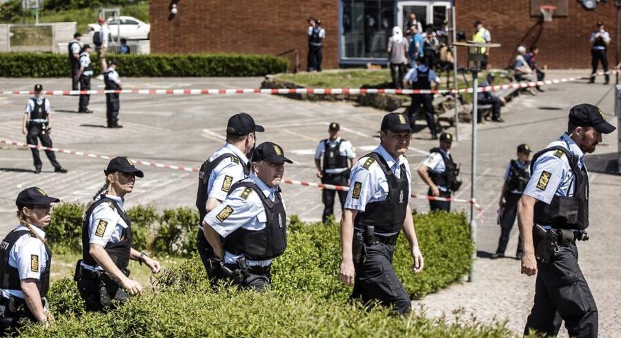 Den hollandske politiker Geert Wilders og Flemming Rose mødes til et debatarrangement planlagt af Trykkefrihedsselvskabet under Folkemødet i Allinge på Bornholm. PET og politiet var massivt til stede af frygt for et attentat mod de to debattører.
