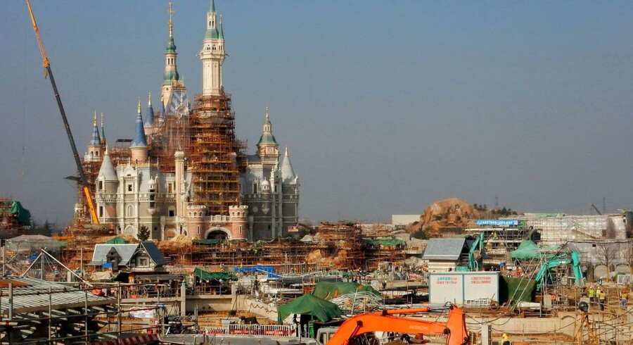 Sådan ser det ud, når den nye Shanghai Disneyland forlystelsespark bygges.