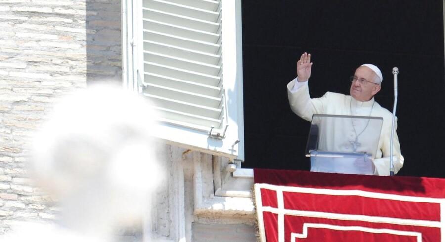 Pave Frans den første må vinke farvel til topdirektørerne i Pavestatens bank.