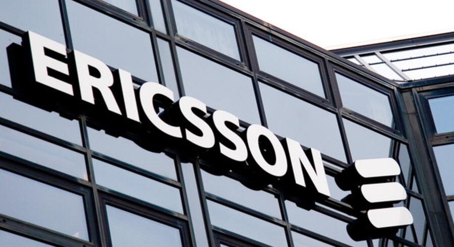 Den svenske producent af trådløs teknologi får et resultat på 800 mio. svenske kr. i 2. kvartal mod 2 mia. i samme periode sidste år.