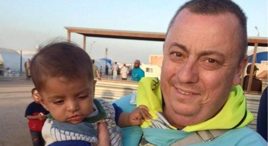 Terrororganisationen Islamisk Stat har offentliggjort en ny video, der angiveligt viser det britiske gidsel Alan Henning blive halshugget, skriver Reuters.
