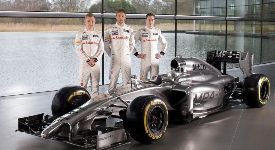 Stoffel Vandoorne (til højre) er parat til at overhale Magnussen i kampen om Formel 1-billetterne.