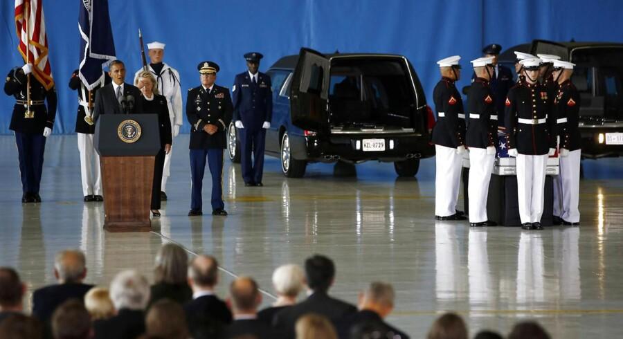 USAs præsident Barack Obama og udenrigsminister Hillary Clinton holdt taler i forbindelse med modtagelsen af kisterne med den dræbte amerikanske ambassadør i Libyen, Christopher Stevens, og tre andre ambassademedarbejdere. Kisterne blev modtaget på Andrews Air Force Base tæt på Washington.