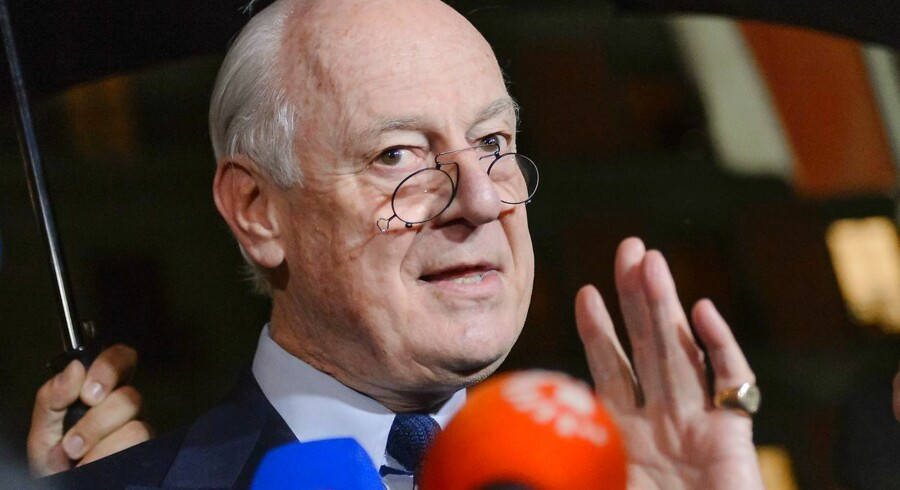 "UN Syria envoy Staffan de Mistura gestures during a press briefing at the Syrian peace talks on February 3, 2016 in Geneva. The UN special envoy for Syria announced on Wednesday a ""temporary pause"" until February 25 of troubled talks in Switzerland aimed at ending the civil war. / AFP / FABRICE COFFRINI"