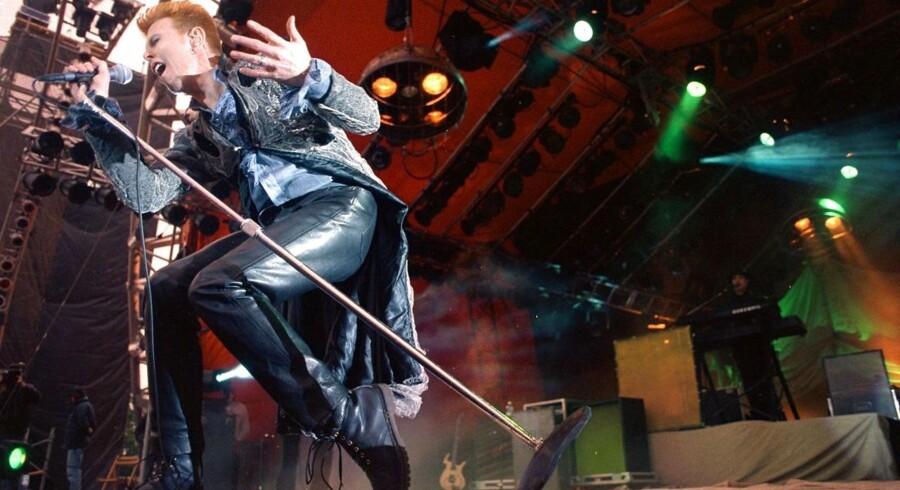 ARKIVFOTO David Bowie 1996 på Roskilde Festival.