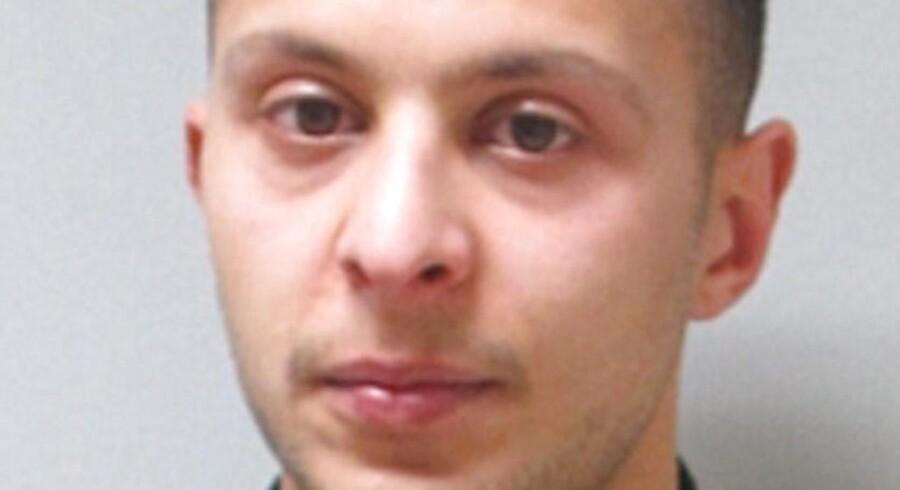 Abdeslam blev ifølge en kilde stoppet af fransk politi, mens han sad i en bil med mændene Hamza Attou og Mohammed Amri, der kørte Abdeslam til Belgien.