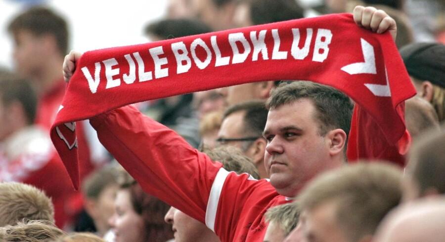 For andet år i træk har Vejle et underskud på et tocifret millionbeløb, og det presser fodboldklubben.