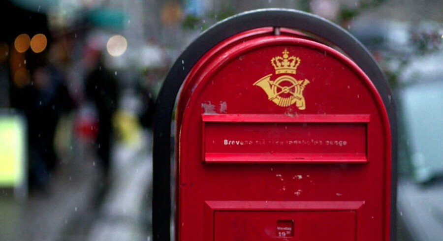 Postkasse på Højbro Plads. I baggrunden Christiansborg.