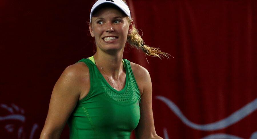 Det er ikke kun på tennisbanen, at Caroline Wozniacki svinger de lyse lokker. Reuters/Bobby Yip