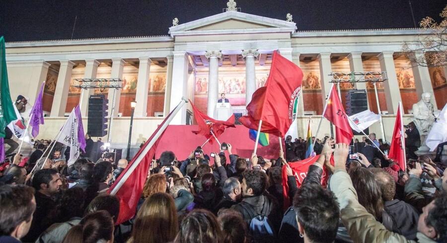 Syriza-leder Alexis Tsipras hyldes af sine supportere, efter valgsejren var en realitet.