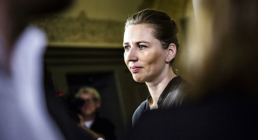Justitsminister Mette Frederiksen bliver nu indkaldt til en hasteforespørgselsdebat om mulighederne for at lukke den omstridte Grimhøjvej-moské i Aarhus.