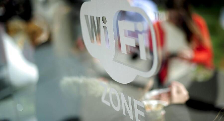 Pas på, når du vil lade dig friste af gratis, trådløs internetadgang på caféer og offentlige steder. Hackere lurer nemlig på at tappe data fra de åbne forbindelser. Arkivfoto: Josep Lago, AFP/Scanpix