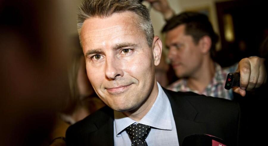 Vækst- og erhvervsminister Henrik Sass Larsen (S) vil have bremset stråmænd, der sender milliarder kroner i skattely.