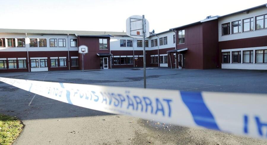 I går mistede to personer livet, da en svensk mand stak dem ihjel på Kronan skolen i Trollhättan i Sverige.
