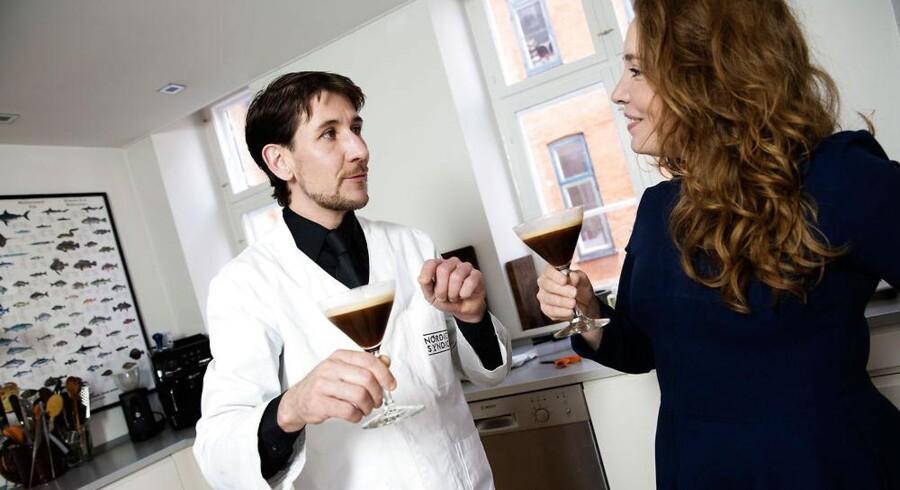Bartenderen Gromit i samtalekøkkenet med Sarah Skarum.