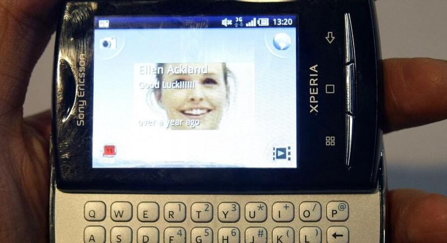 Alle, der har købt Sony Ericssons topsælgende X10- og X10 Mini-modeller, må væbne sig med tålmodighed, for der går endnu en tid, før telefonen bliver opgraderet med nyeste udgave af Googles styresystem Android. Foto: Albert Gea, Reuters/Scanpix
