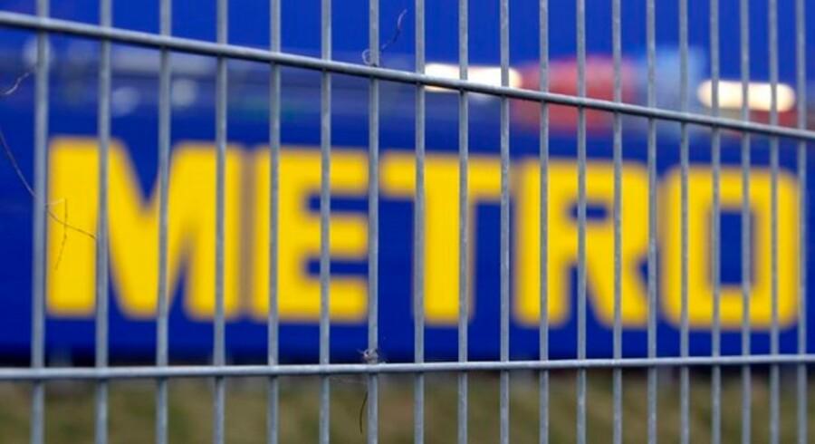 Den tyske detailgigant Metro vil fyre 15.000 ansatte for at skære omkostningerne.