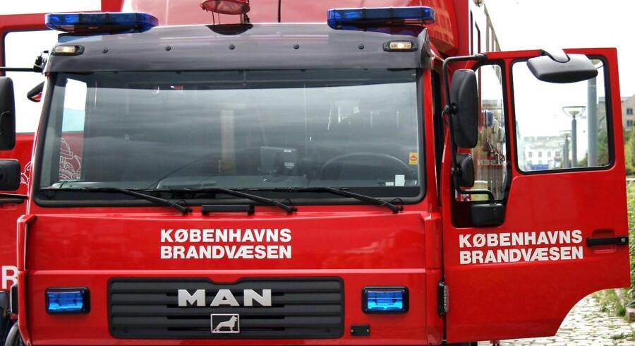 Flammer i ejendom på Straussvej har fat i taget, oplyser politiet.