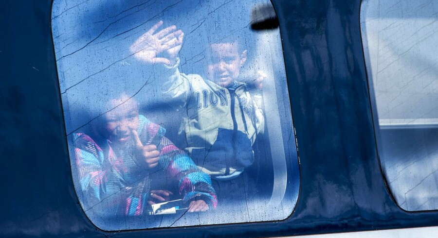Flygtninge, der ankommer med tog, bliver kontrolleret. Busser undgår kontrol.