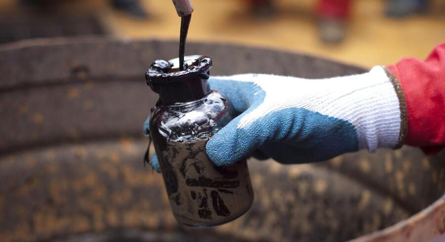 Olieprisen er halveret siden juni, men kan falde yderligere 30 pct. før bunden er nået.
