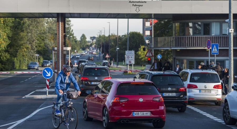 Transportminister Dobrindt i Tyskland sætter nu en undersøgelse i gang, både af VW-biler og af andre bilmærker. De skal ud at måles på vejene, præcis som i den amerikanske test, der har afsløret VW. Foto: Odd Andersen/AFP