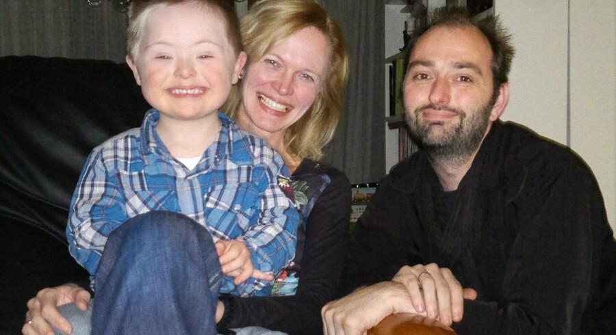 Bernard og Aukje Renooij med sønnen Bernd i hjemmet i den hollandske by Papendrecht.