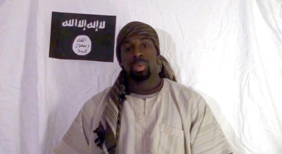 En mand, der hævdes at være Amedy Coulibaly, fremgår i en video, som florerer på islamistiske sociale fora. Screendump.