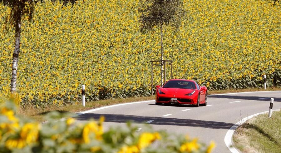 Fredag eftermiddag stiger Ferrari-aktien til 123,10 euro, hvilket er en stigning på 3,8 pct. i forhold til torsdagens lukkekurs. REUTERS/Arnd Wiegmann