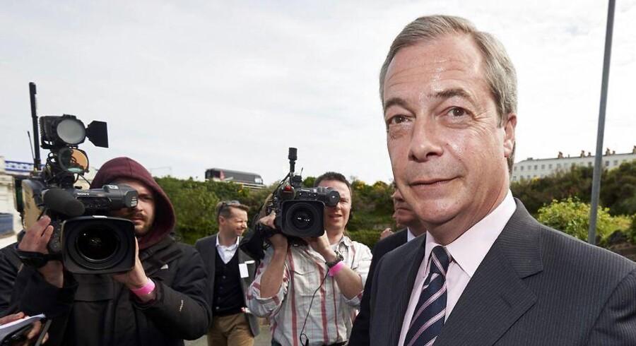 Lederen af UK independence Party (UKIP), Nigel Farage, kommer ikke ind i parlamentet. På trods af, at partiet fik 3,5 millioner stemmer må det nøjes med et enkelt mandat i Westminster.