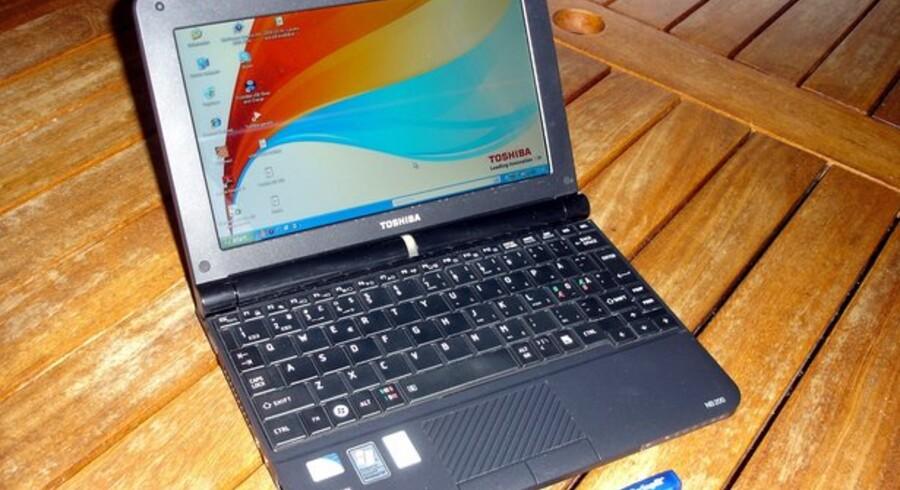 Den er nem at bære med og rar at arbejde på - havde det ikke lige været for tastaturet. Toshibas anden mini-PC, NB 200, er et godt skridt på vejen men ikke godt nok.
