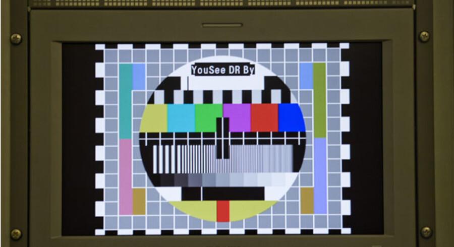»Samtlige lejligheder i området har pligt til at tilslutte sig det eksisterende fællesantenneanlæg,« er en typisk passus i en kommunal lokalplan. Dermed kan mange danskere ikke frit vælge, hvem de vil købe TV fra. Det forhindrer konkurrenter som f.eks. elselskabernes fibernet i at komme ind på markedet, som YouSee og Telia Stofa sidder tungt på.
