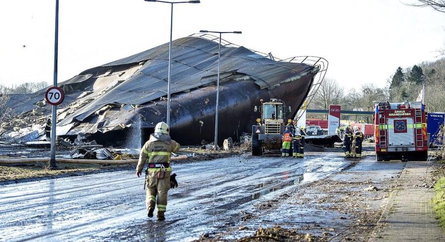 Brand i Fredericia Havn torsdag d. 4 februar 2016. Kollapset silo ligger hen over vejen. (Foto: Henning Bagger/Scanpix 2016)