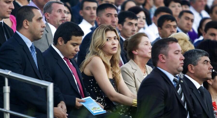 Gulnara Karimova (midtfor) er datter af Usbekistans præsident, Islam Karimov, modedesigner og ansvarlig for landets telemarked. Hun er angiveligt indblandet i bestikkelsessagen. Her deltager hun i fejringen af uafhængighedsdagen i hovedstaden Tashkent 31. august i år. Foto: Shamil Zhumatov, Reuters/Scanpix