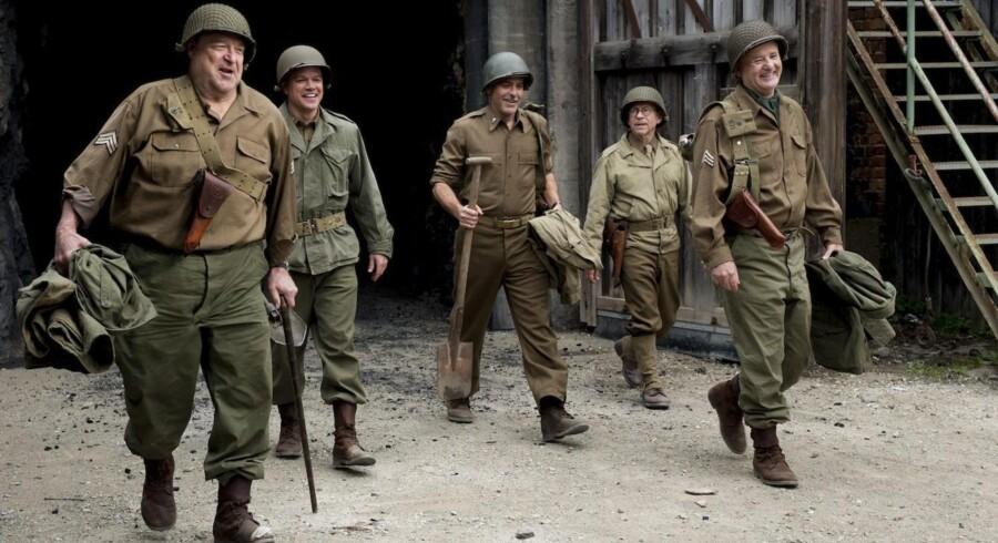 "John Goodman, Matt Damon, George Clooney, Bob Balaban og Bill Murray er ""Monumenternes mænd"". Filmen har dansk premiere den 27. februar. Foto: SF Film"