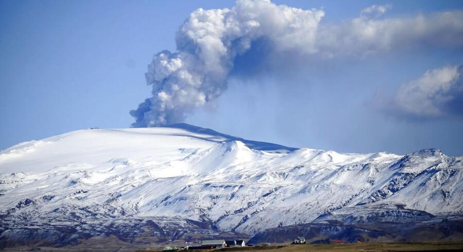 Arkivfoto fra 2010 af Eyjafjallajökull vulkanen i udbrud.