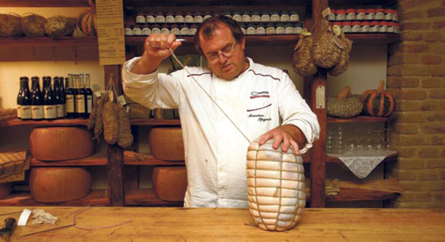 Den fugtige luft i Emilia Romagna regionen er god for skinkerne, der modnes i kælderen under et slot fra 1300-tallet, Antica Corte Pallavicina. Efter lang tids modning bliver de til en af egnens store kulinariske attraktioner, den eksklusive culatello di Zibello, som folk kommer langvejs fra for at smage.