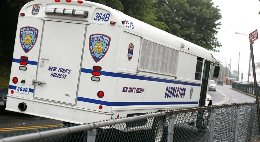 En fangetransport fra Rikers Island-fængslet i New York, hvor den 22-årige dansker sidder fængslet (arkivfoto).
