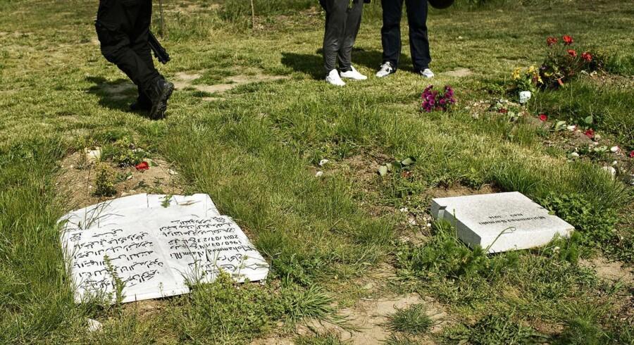 ARKIVFOTO. Tidligere på sommeren blev en muslimsk gravplads i Brøndby udsat for hærværk med væltede og ødelagte gravsten til følge. Nu er en gravplads ved Odense blevet ramt.
