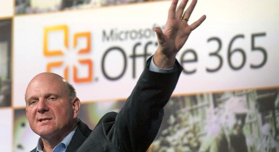 Microsoft-topchef Steve Ballmer havde grund til at juble over det bedste kvartal nogen sinde. Men i horisonten truer mørke skyer, og fremtrædende Microsoft-aktionærer har krævet, at Ballmer går af. Arkivfoto: Ray Stubblebine, Reuters/Scanpix