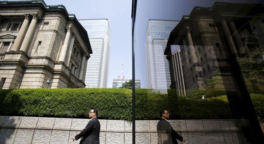 Den japanske centralbank, Bank of Japan, vil fortsat udvide den monetære base med 80.000 mia. yen årligt, hvilket var præcist som forudset blandt analytikerne inden mødet.