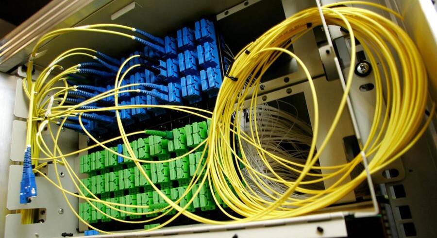Forsyningsselskabet Tre-For lægger Trefiber lyslederkabler i jorden for at levere bredbånd med net- og telefonforbindelse uden om TDCs net.