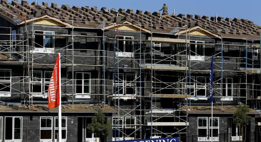 Påbegyndt boligbyggeri i San Marcos, California, July 28, 2015. Det påbegyndte boligbyggeri udviklede sig i juli bedre end ventet, mens antallet af byggetilladelser i USA faldt.