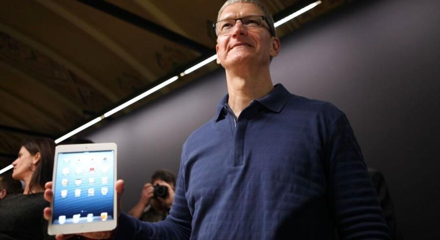 Apple-CEO Tim Cook udtrykker tilfredshed med salget af iPad Mini den første weekend, selv om selskabet ikke selv oplyser konkrete tal.