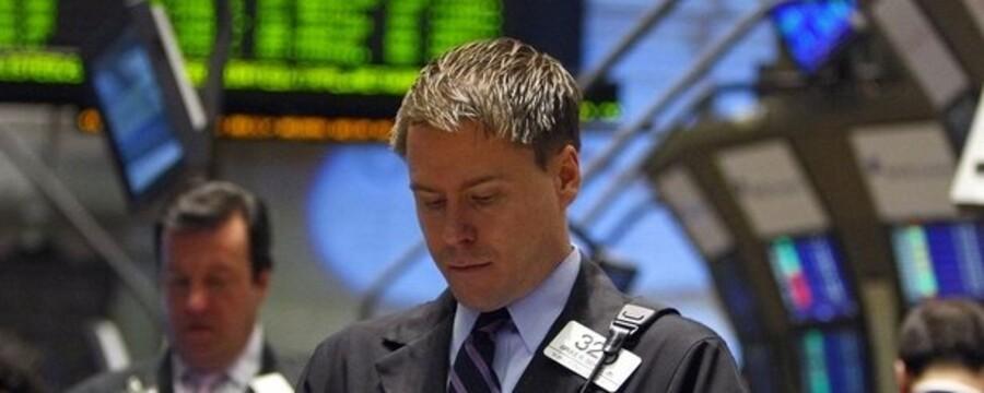 Jo, man aner begyndelsen til et smil hos aktiehandlerne på børsen i New York i den navnkundige gade Wall Street. Foto: Brendan McDermid, Reuters/Scanpix