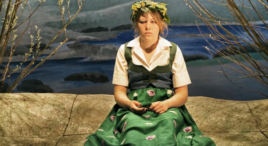Laura Bro som teenagepigen på Harald Slott-Møllers smukke, dragende maleri »Foråret« fra 1896.