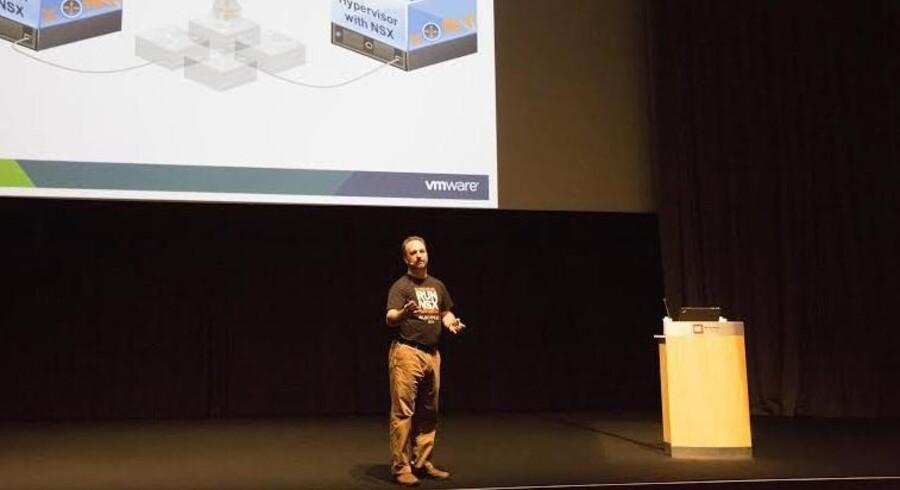 Joe Baguley, VMwares britiske teknologidirektør for Europa, Mellemøsten og Afrika, talte tirsdag på den nordiske brugerforening for brugere af VMware-software i Bella Center. Den har på verdensplan 85.000 medlemmer, hvoraf 600 fra Norden deltog i København.